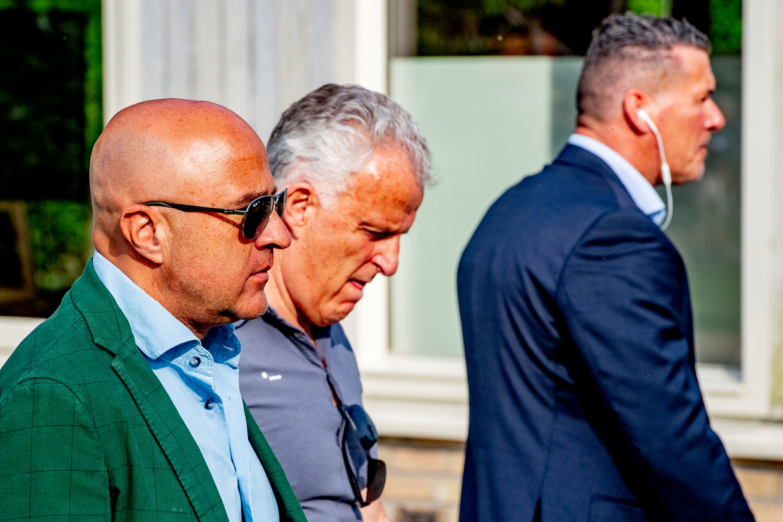 Peter R. de Vries in 2019 met John van den Heuvel in Almere. Beeld Hollandse Hoogte / Robin Utrecht