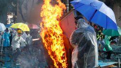 Politie in Hongkong dreigt met scherp te schieten
