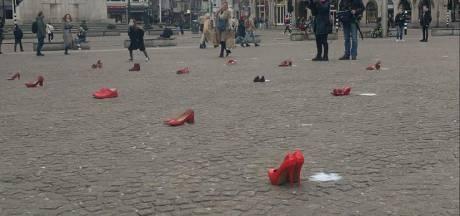 70 rode hakken op de Dam uit protest tegen femicide
