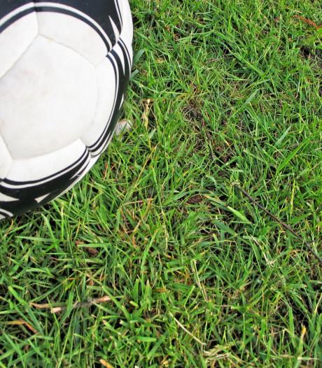 Buinen en Borger treuren over verongelukte voetballers: 'Laat de dorpelingen hier alsjeblieft in rust rouwen'