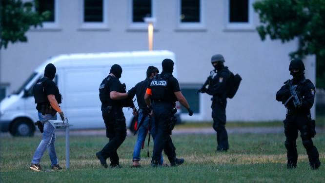VIDEO: Uitgeleverde moordenaar Susanna (14) onder massale politiebegeleiding aangekomen in Duitsland