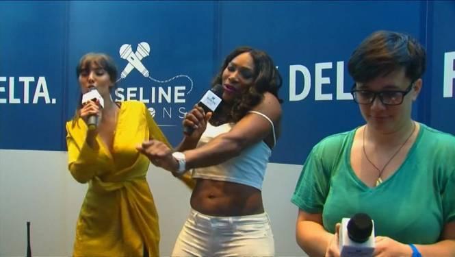 Serena Williams laat zich gaan in de karaoke