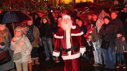 IN BEELD – Kerstman opent Vrolijk Nieuwpoort