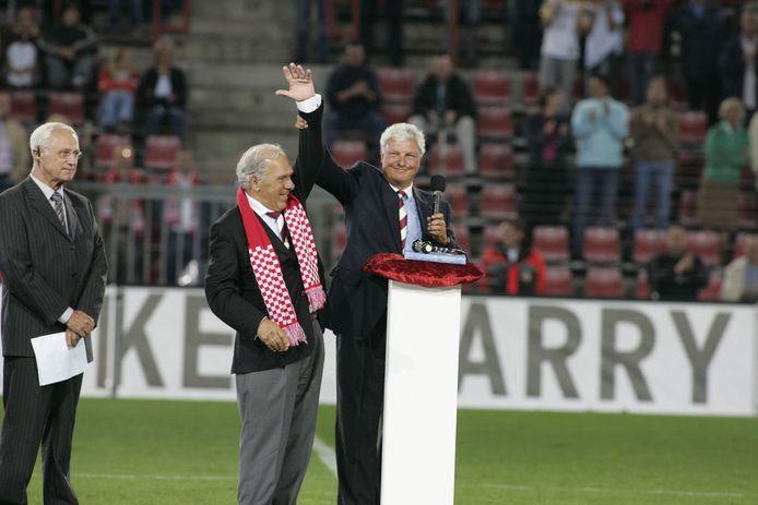 Het afscheid van Harry van Raaij in het Philips Stadion in 2004.
