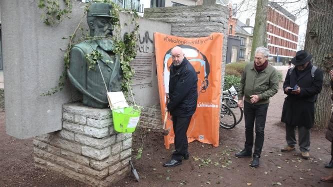 Dekoloniseer Halle overwoekert standbeeld Leopold II met klimop
