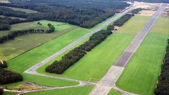 Militair vliegveld omgevormd natuurgebied met ruimte voor recreatie en landbouw