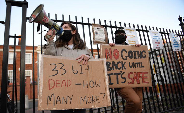 Betogers roepen op om de maatregelen niet te versoepelen. Beeld EPA