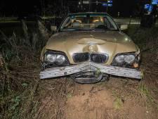 Automobilist rijdt verkeerslicht én auto aan gort maar mankeert zelf niets na ongeval in Ellecom