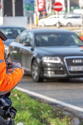 Zwalpend aan 172 per uur op de R0 of te dronken om nog zelf uit de wagen te stappen... tientallen chauffeurs voor politierechter nadat ze onder invloed tegen de lamp lopen