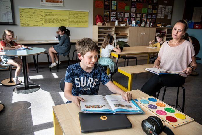 In de klas hopen de juffen en meesters hun leerlingen weer een luisterend oor te kunnen bieden, een veilige plek waar ze kunnen vertellen over hun angsten, onzekerheden en eenzaamheid.