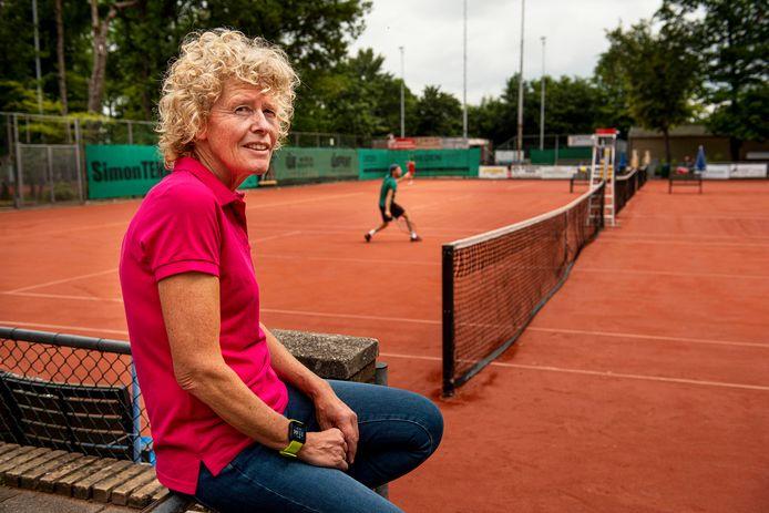 Karien Theeuwes, toernooidirectrice van het tennistoernooi dat bij TC Cash gehouden wordt.