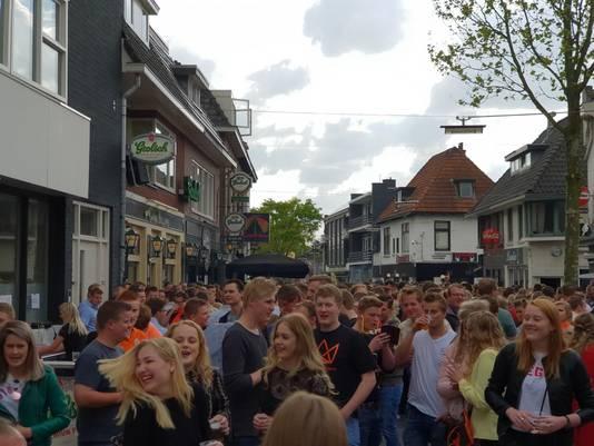 KingsNight betekent massale drukte in de Pastoriestraat en Willemstraat.