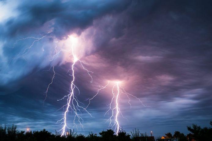 De kans dat je auto door bliksem wordt getroffen, is extreem klein.