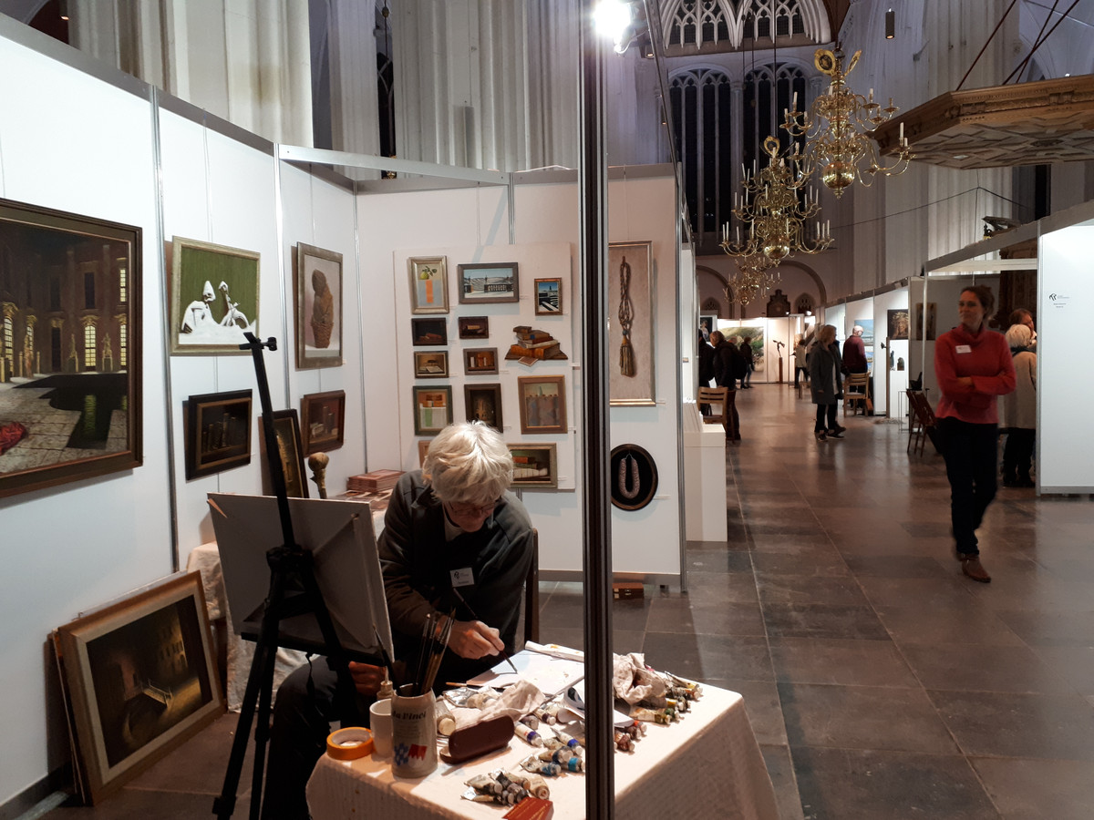 Kunstenaar Gerd Renshof, een van de deelnemers van de Kunstraffinaderij in de Stevenskerk.