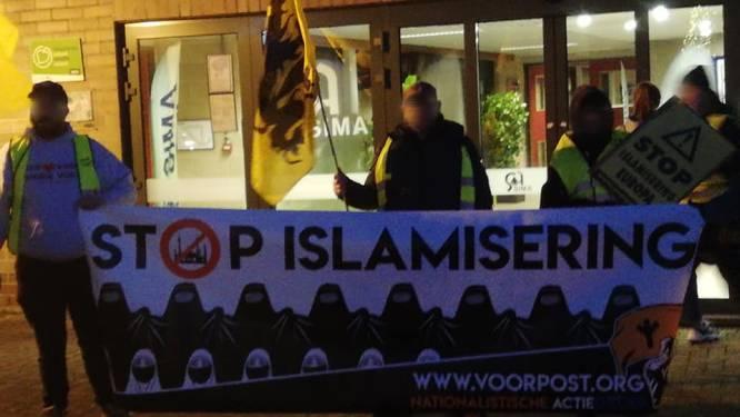 """""""Het was een politiek statement, geen aanzet tot haat"""": advocaten van leden Voorpost vragen vrijspraak na actie tijdens wekelijks markt"""