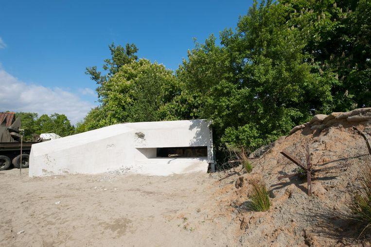 ...schuil in de bunker op het strand...