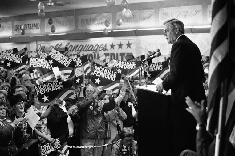 Verkiezingen in de VS in 1984: Democraat Walter Mondale neemt het tegen zittend president Ronald Reagan. Beeld AP