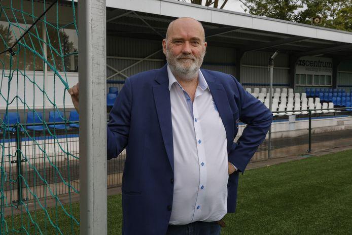 Emo van Dijk is het na overlijden van clubicoon Lydia Markus het langstzittend bestuurslid bij voetbalclub Rijsoord.