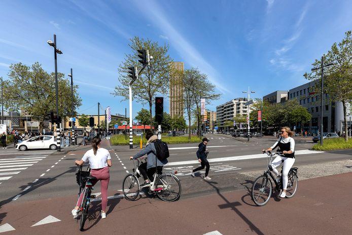 Het Stationsplein in Eindhoven. Hier komt het bouwplan District-E met zijn drie (woon)torens.