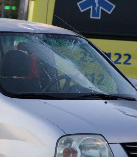 Automobilist ziet fietser over het hoofd in Lelystad: slachtoffer belandt op voorruit
