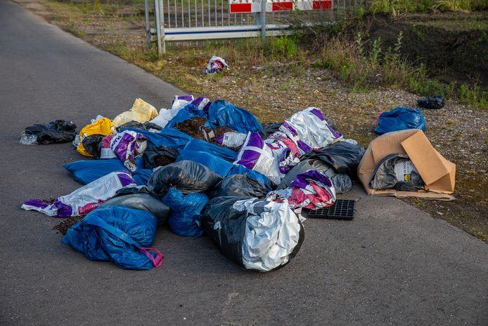 Afvaldumping aangetroffen in Roosendaal.