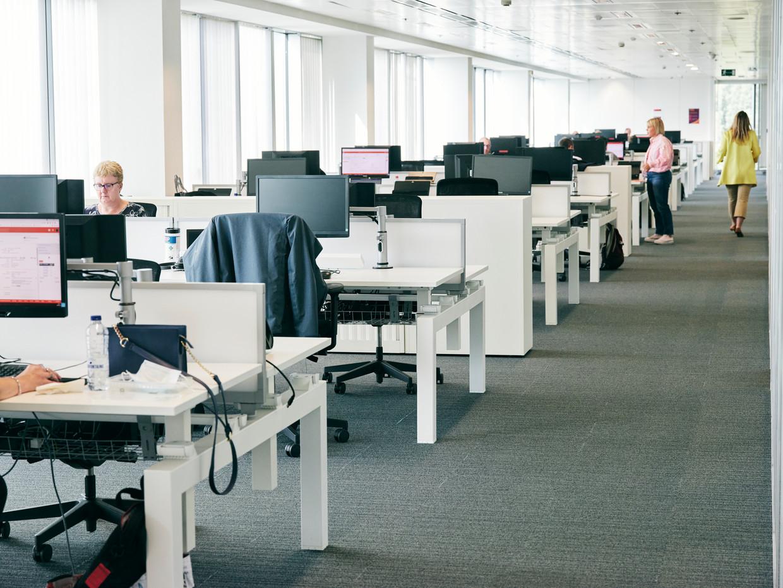 Een voordeel van kantoorwerk: de bureaustoel is in veel gevallen beter afgesteld dan thuis.