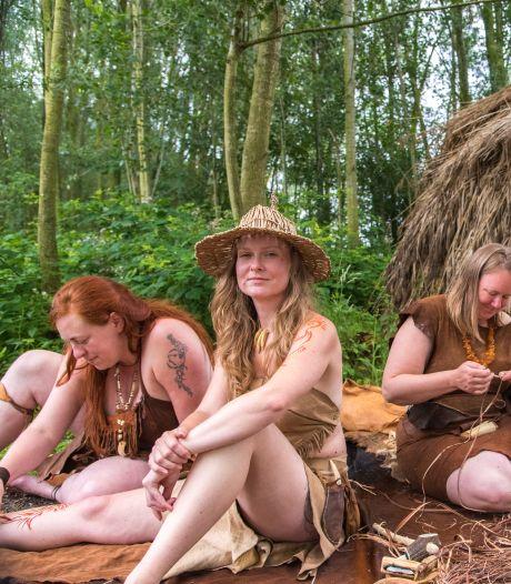 Lucia leeft zoals 10.000 jaar terug in de tijd: 'Omarm je innerlijke oermens'