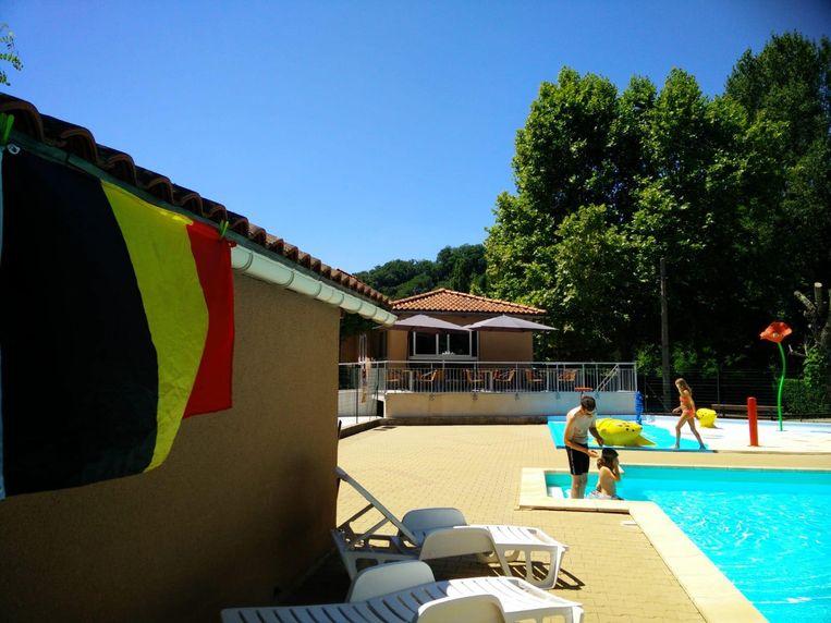 De familie Missiaen-De Bruyne heeft het zwembad op de camping in Cahors al ingepalmd.