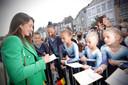 Heel wat jonge turners van Derwaels eerste sportclub 'Sta Paraat' waren van de partij om een glimp en handtekening van Nina Derwael op te vangen.
