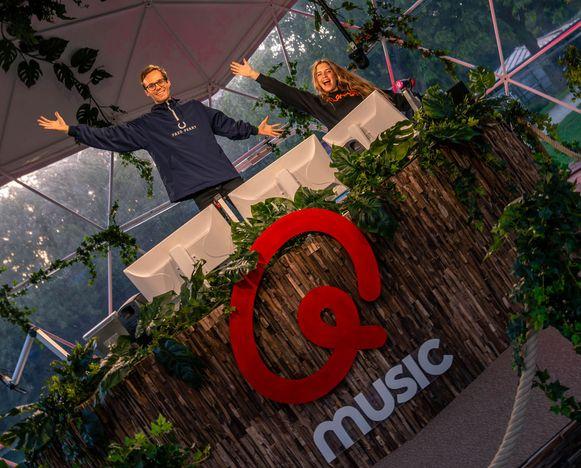 Het Qmusic-duo Vincent Fierens en Bab Buelens heeft vanmorgen het startschot gegeven van de Q-Hotspot in het Maria Hendrikapark in Oostende.