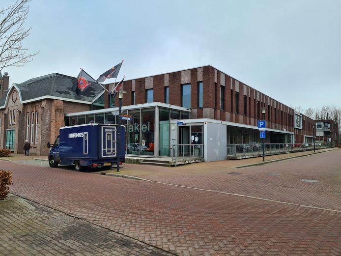 Brinks waardetransport kwam maandag de Geldmaat in De Schakel voor de eerste keer vullen.