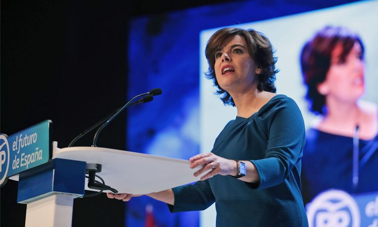 Soraya Sáenz de Santamaría kreeg 42 procent van de stemmen en verliest zo de leidersverkiezing tegen Pablo Casado. Beeld EPA