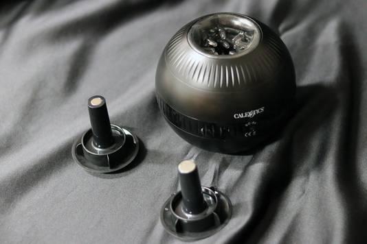 Le Masturball est masturbateur vibrant avec 10 fonctions de vibration et 3 fonctions de pression. Prix: 71,90 euros. Disponible dans les boutiques Babylon Loveshop et en ligne.