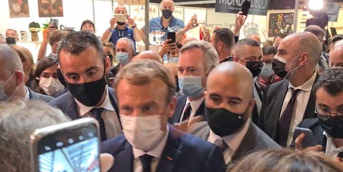 Emmanuel Macron victime d'un jet d'oeuf à Lyon