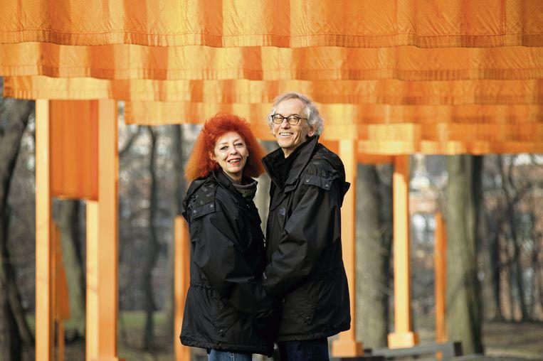 Christo met zijn in 2009 overleden echtgenote Jeanne-Claude. Zij kreeg sinds 1994 retroactief mede krediet voor al Christo's concepten en installaties. Beeld rv
