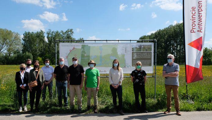 Verschillende projectpartners voor een infobord dat zaterdag werd onthuld.