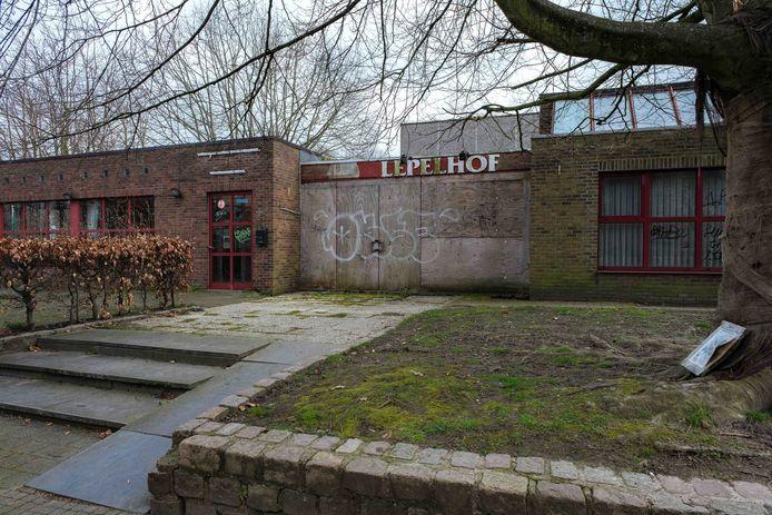 Het voormalige parochiecentrum Lepelhof.