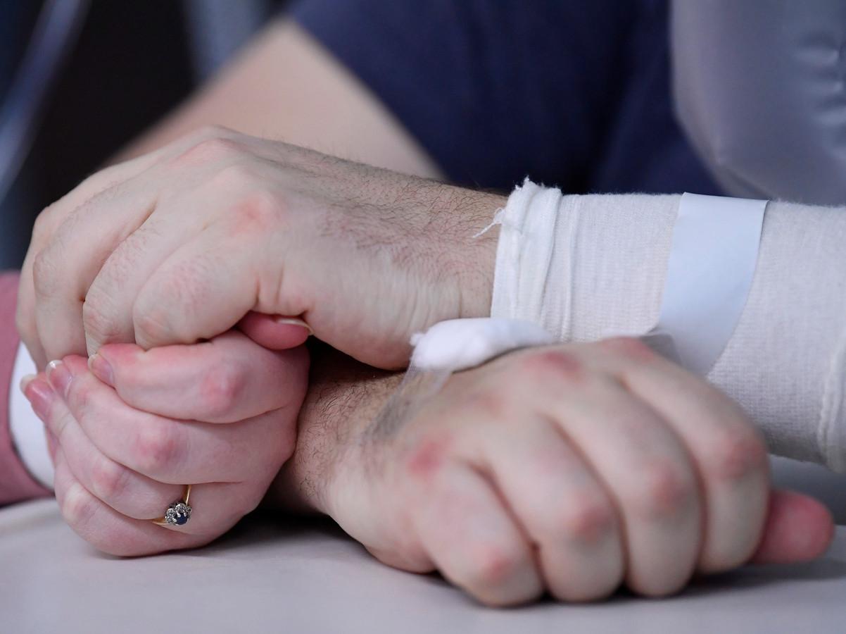 Mariés à l'hôpital.