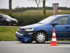Botsing motorrijder en automobilist op Oesterdam