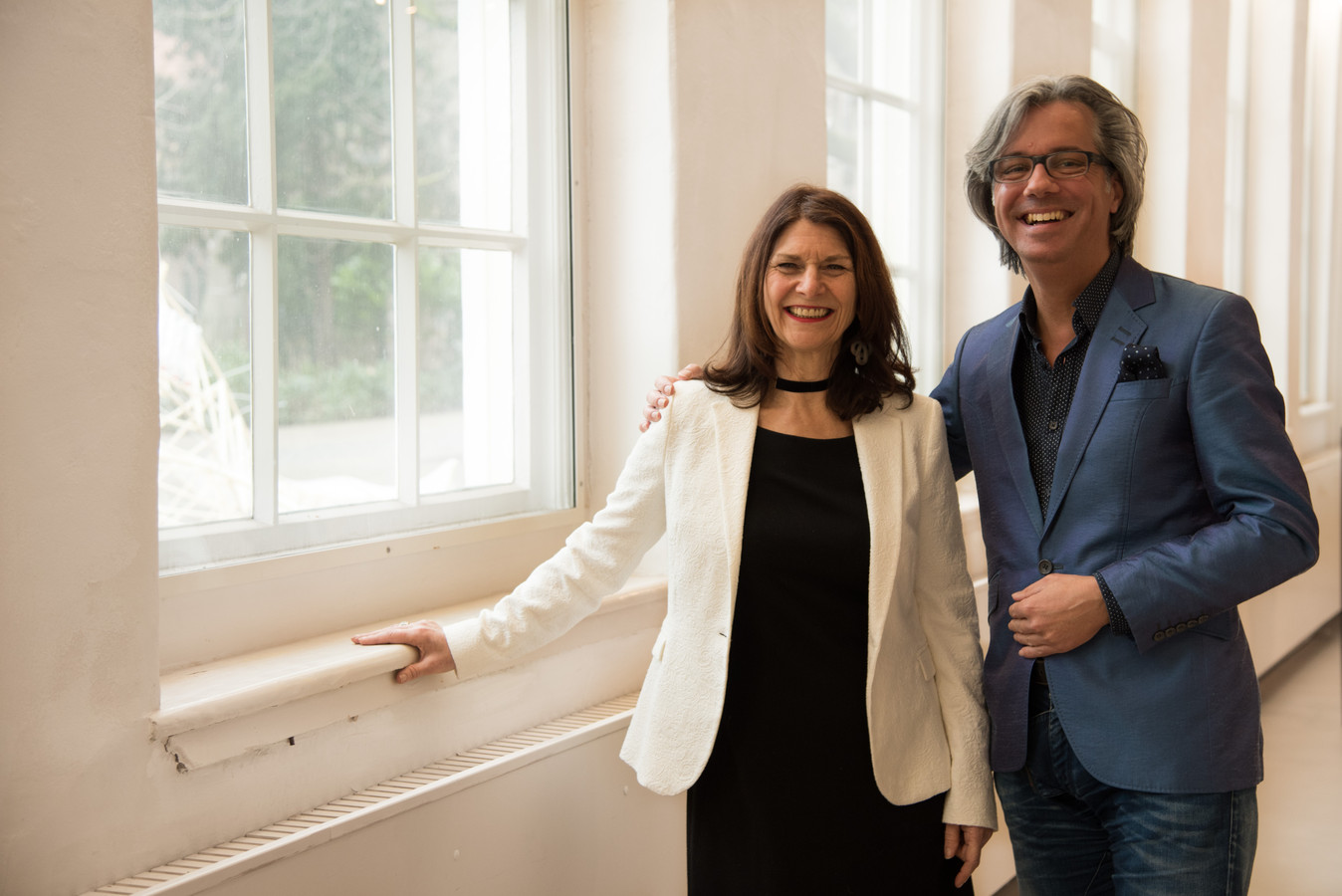 Patty Knoops en Pieter van Stein van Kijk Haar! zijn blij.