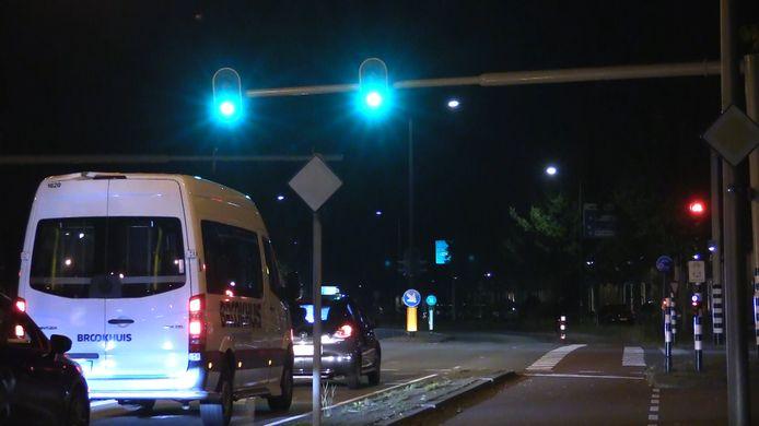 De verkeerslichten op de kruising van de Kuipersdijk met de Wethouder Beversstraat springen na 6 seconden groen licht, ongeacht de verkeersdrukte, weer op rood.