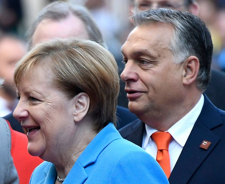 Bondskanselier Angela Merkel en Hongaars premier Viktor Orban. Beeld Photo News