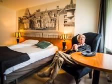 Loek (89) slijt na de grote brand in Delden zijn dagen in een hotel: 'Iedereen wil maar één ding: terug naar huis'