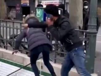 Vrouw wordt na ruzie van metrotrap geduwd in Parijs