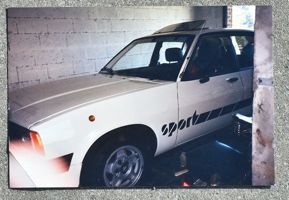 Brugge 26/06/2019, zoektocht van Nele Vermoere en haar broer om de Opel Ascona van hun  vader terug te vinden die in 1990 verkocht is. (picture by Florian Van Eenoo/photonews)