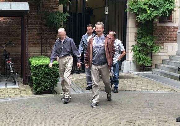 Willem S. (met bruine lederen jas) krijgt 12 jaar cel omdat hij als chauffeur deelnam aan de moordpoging.