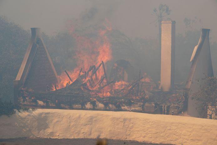 Verschillende gebouwen werden vernield door het vuur.
