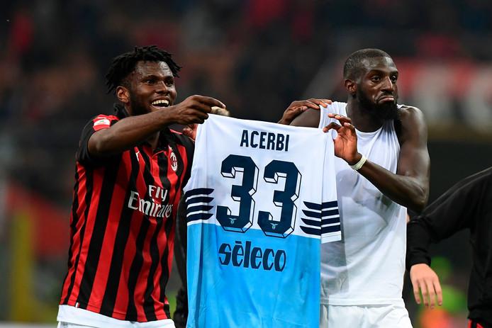Franck Kessié en Tiemoue Bakayoko spotten na afloop van AC Milan - Lazio (1-0), eerder in april, met het shirtje van Francesco Acerbi in hun handen. Het duo kreeg het later zwaar te verduren van de Romeinse fans.