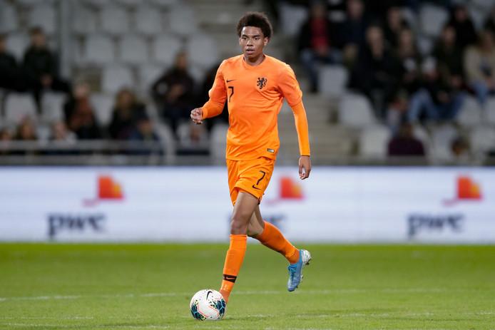 Calvin Stengs in het shirt van Jong Oranje.
