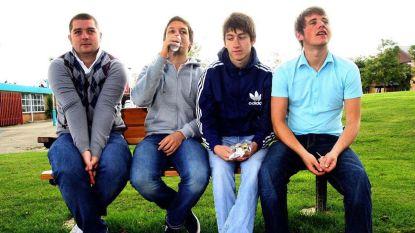 """Eerste bassist Arctic Monkeys kampte met zelfmoordgedachten nadat hij vervangen werd: """"Toen zij op Glastonbury speelden, kon ik alleen maar huilen"""""""